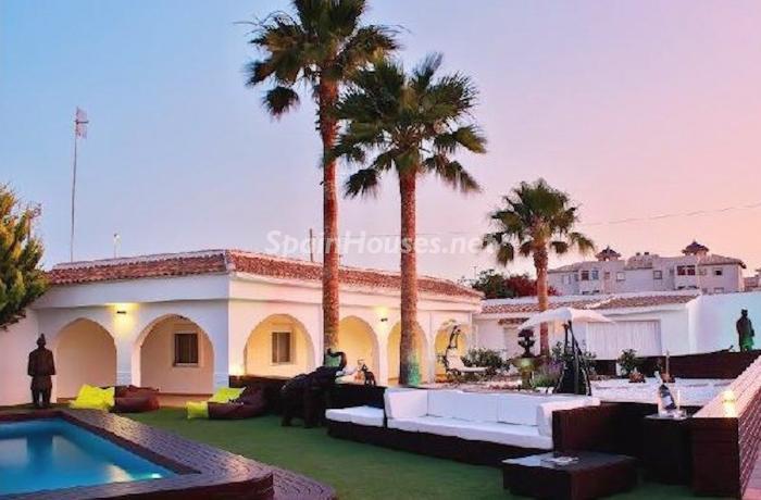 orihuela alicante 2 - Noches de verano en 18 casas de ensueño: diseño bajo las estrellas para relajarse y disfrutar