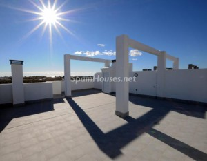 orihuelacosta 300x234 - El precio de la vivienda sube un 2,65% interanual en el primer trimestre