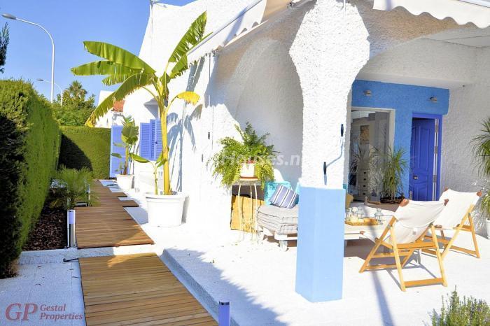 orihuelacosta alicante 2 - Esperando el sol del otoño en 12 preciosos porches y terrazas con vistas al mar