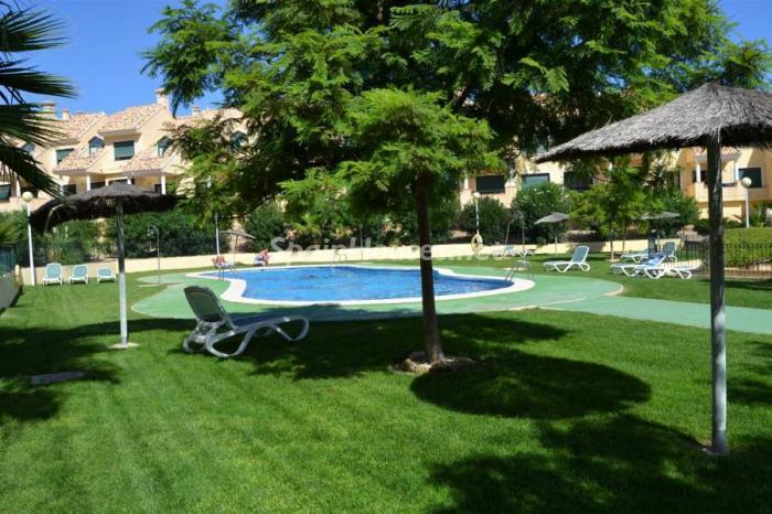 orihuelacosta alicante - Verde, sol y mar: 19 fantásticas viviendas a buen precio en campos de golf en España