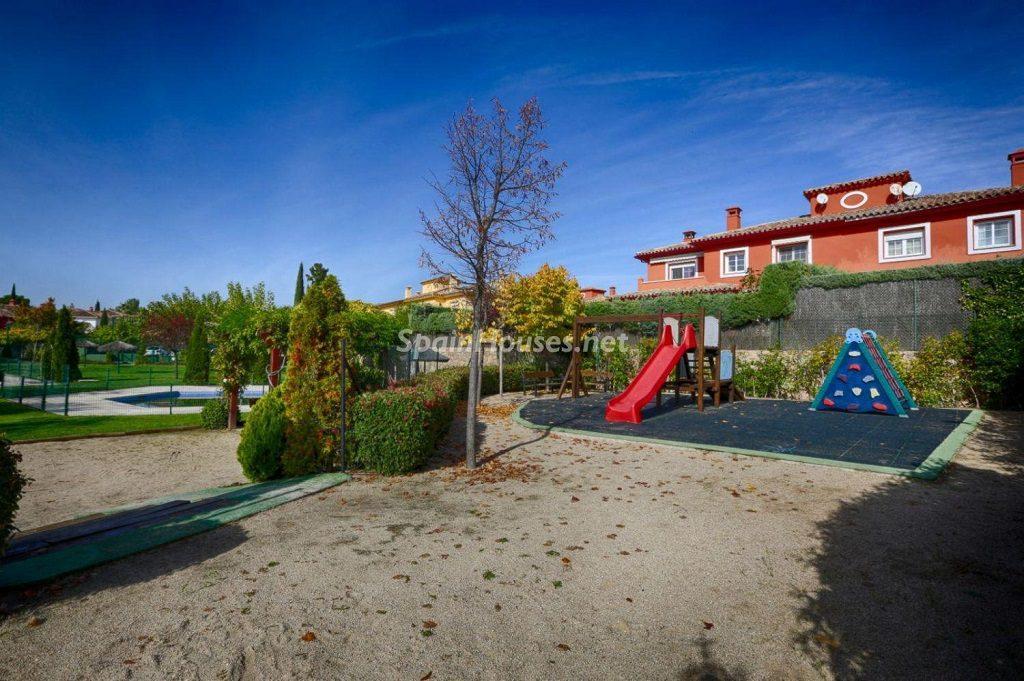parqueinfantil 1024x681 - Cálido y familiar chalet en Encinar de los Reyes, La Moraleja (Alcobendas, Madrid)