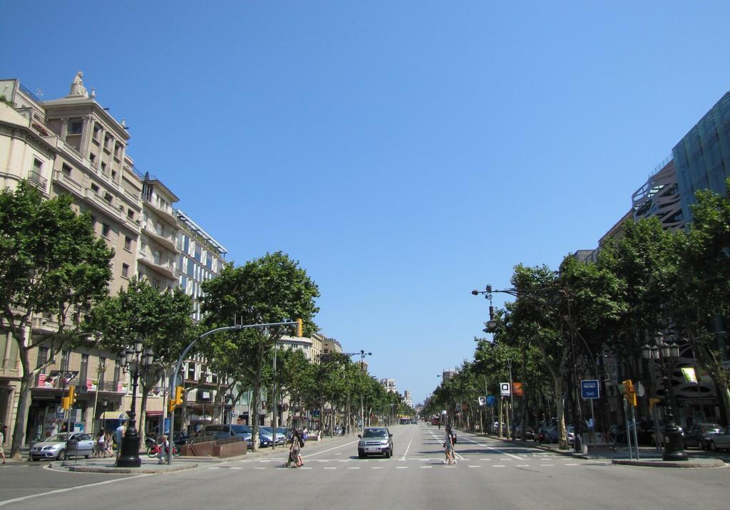 paseodegracia barcelona1jpg 1024x716 - ¿Dónde están las viviendas en alquiler más caras y baratas de España?