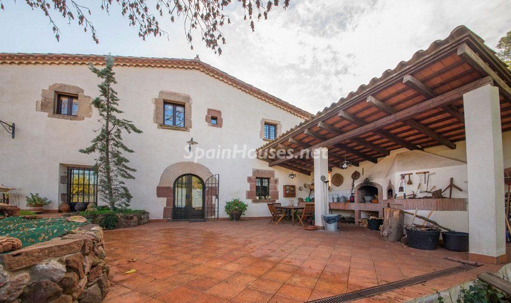 patio 4 1024x608 - Masía en la montaña: una escapada a la naturaleza a 33 km de Barcelona