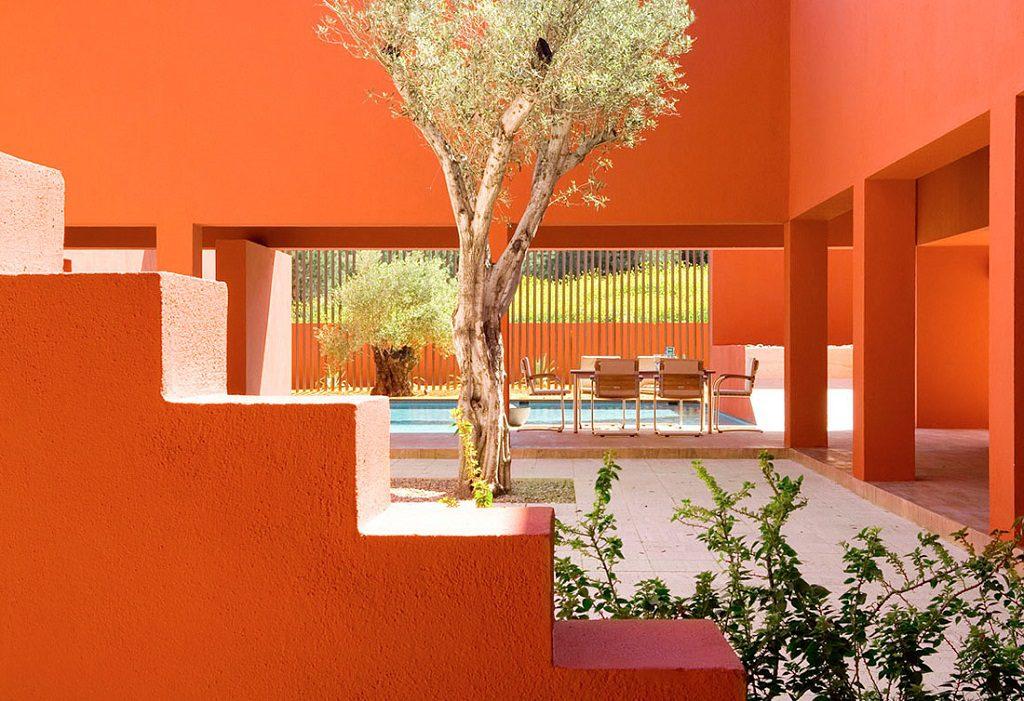 patio detalleescaleras 1024x701 - Inspiración, color y elegancia en una preciosa casa en Sotogrande (Costa de la Luz, Cádiz)