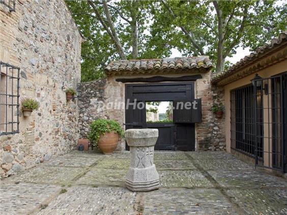 patio entrada - Casa de la Semana: Preciosa casa de estilo medieval en Vilafortuny, Cambrils (Tarragona)