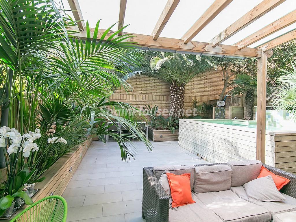 patio exterior 1024x768 - Coqueto piso de diseño en Barcelona (Santa Creu i Sant Pau) con un genial patio para disfrutar