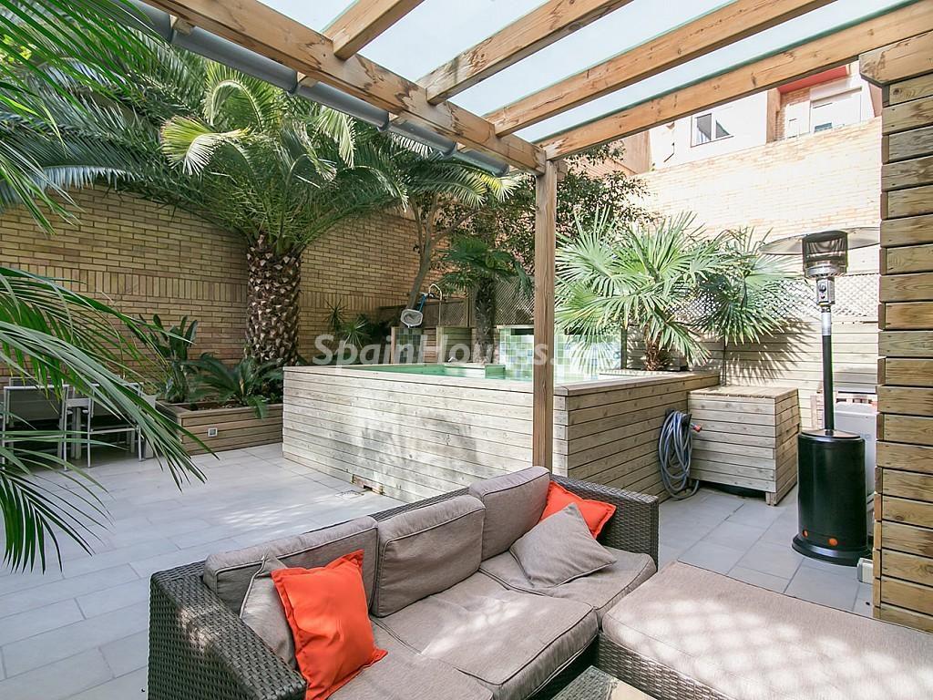 patio exterior1 1024x768 - Coqueto piso de diseño en Barcelona (Santa Creu i Sant Pau) con un genial patio para disfrutar