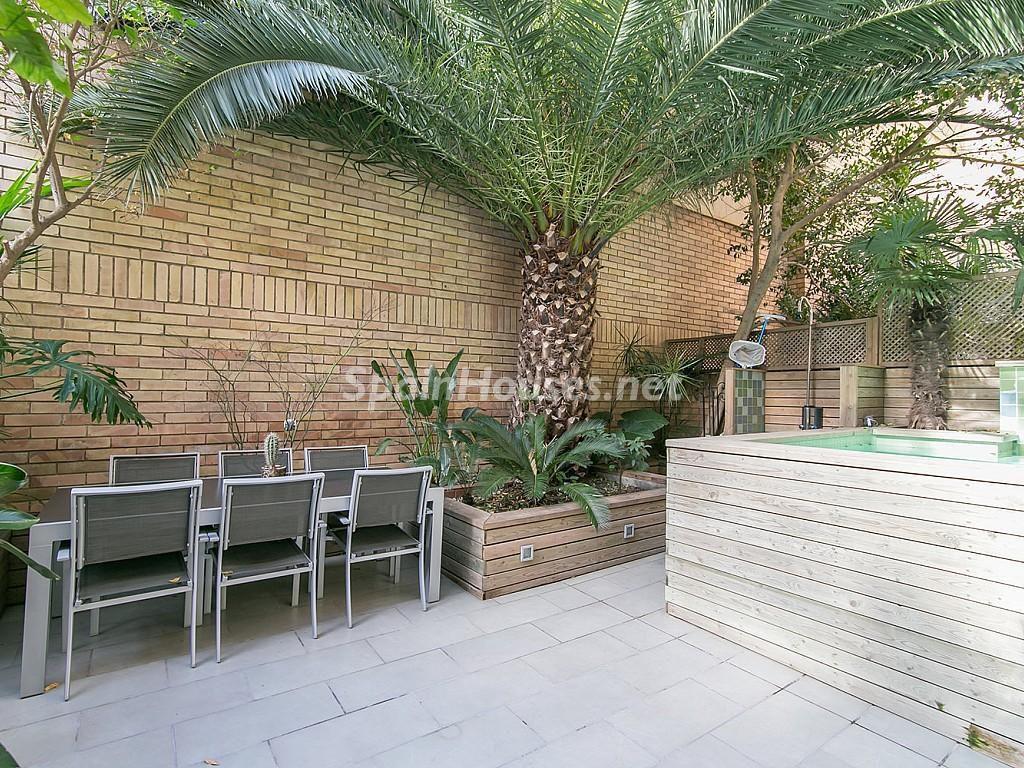 patio exterior2 1024x768 - Coqueto piso de diseño en Barcelona (Santa Creu i Sant Pau) con un genial patio para disfrutar