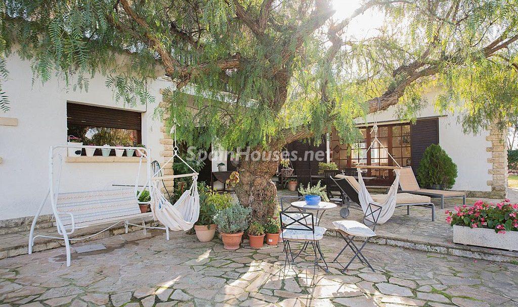 patio1 2 1024x608 - Preciosa casa rústica entre viñedos y naturaleza en el Bajo Penedés, Tarragona