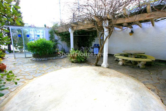 patio12 - Bonita y luminosa casa sobre los canales de Santa Margarita en Roses (Costa Brava, Girona)