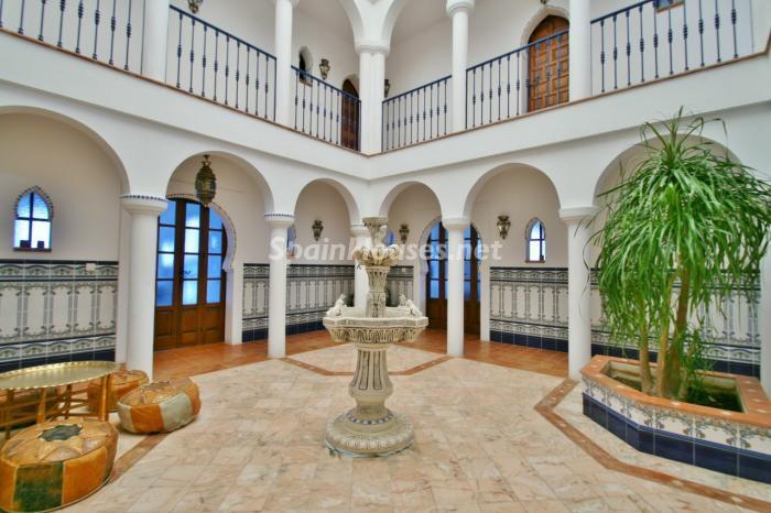 patio2 - Fantástica villa en primera línea de playa en Carboneras (Almería)