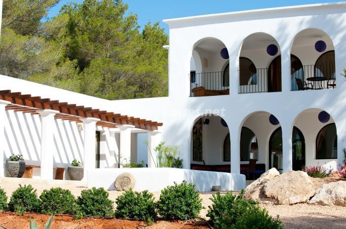 patio3 - Preciosa casa de reluciente blanco mediterráneo en la campiña ibicenca