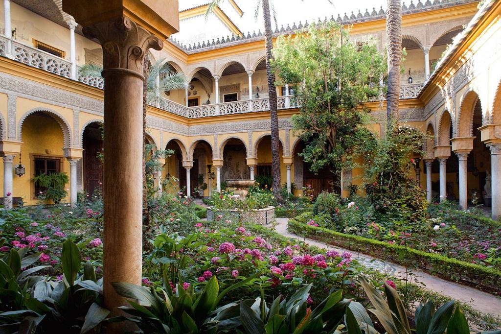patio4 - El Palacio de las Dueñas en Sevilla, la propiedad más querida de la Duquesa de Alba