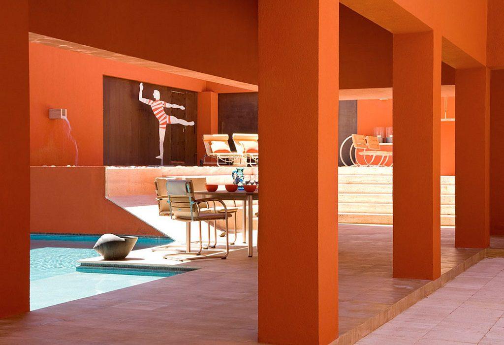 patioypiscina 1 1024x701 - Inspiración, color y elegancia en una preciosa casa en Sotogrande (Costa de la Luz, Cádiz)