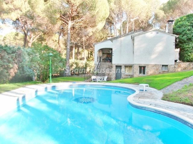 pelayosdelapresa madrid - 20 preciosas casas para disfrutar de la primavera con bonitos rincones en el jardín
