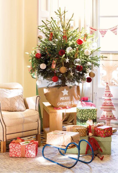 pequeno arbol de navidad 444872 1c18e436 818x1200 409x600 - Inspírate con estos árboles de Navidad y decora tu árbol perfecto