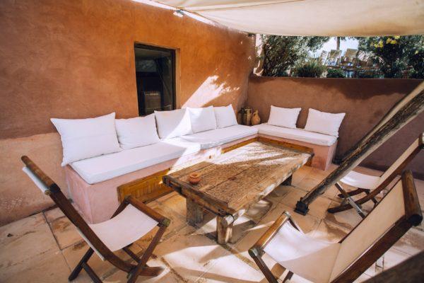 pergola patio 600x400 - Ideas para decorar una azotea o patio pequeño y crear un espacio del que disfrutar