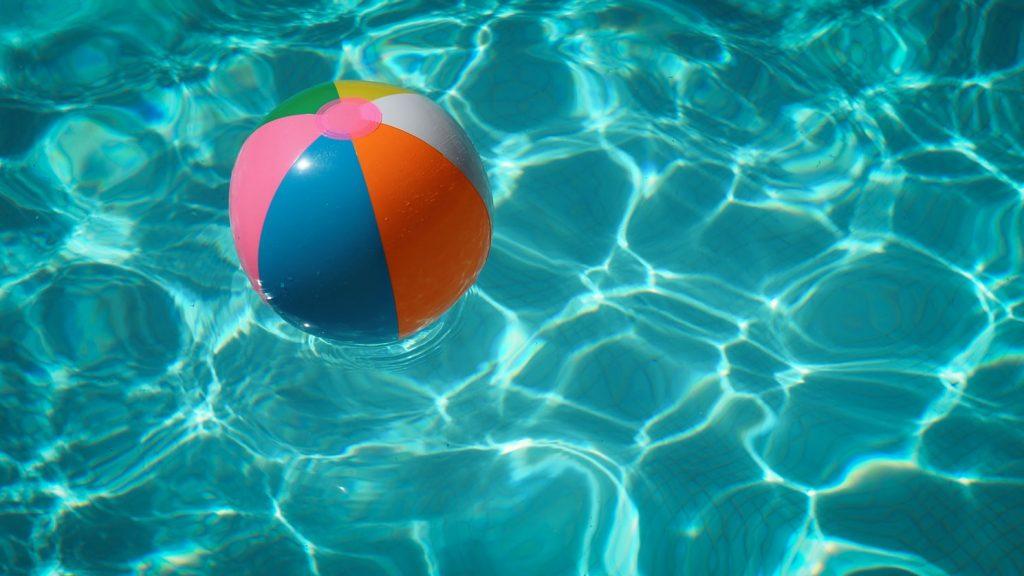 photo 1498747946579 bde604cb8f44 1024x576 - Casas veraniegas con piscina en la Costa del Sol