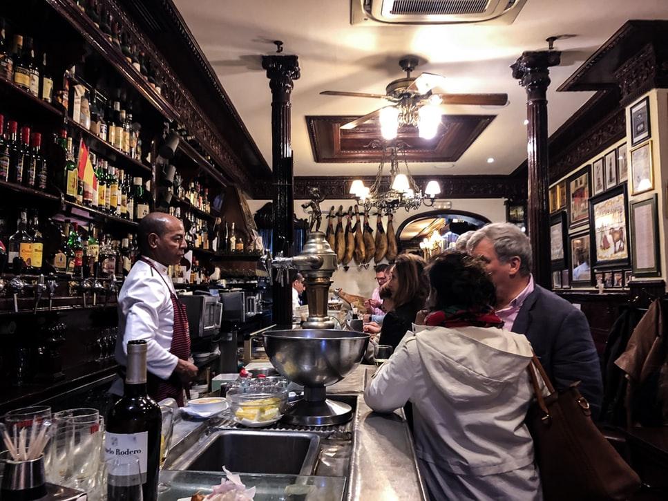 photo 1558450631 cf956ccea538 1 - Las calles más emblemáticas   de España para salir a tapear