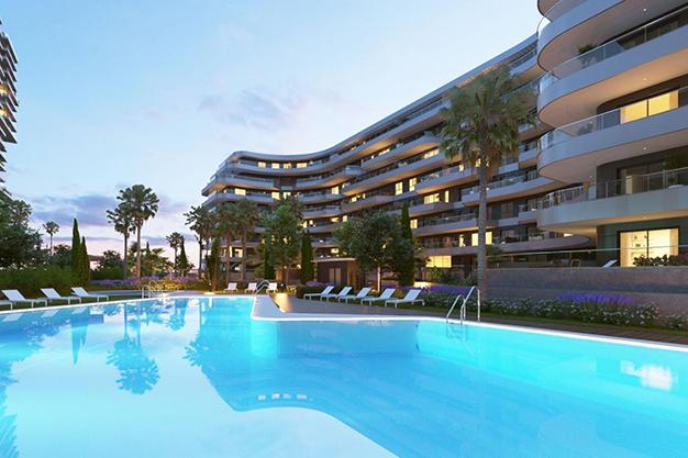 piscina 1 1 - Moderno apartamento en Málaga, primera línea de playa