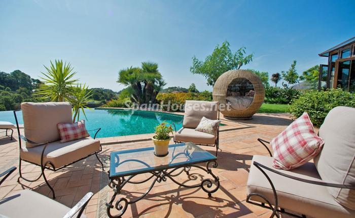 piscina 12 - Espectacular villa llena de romanticismo, elegancia y lujo en Benahavís (Costa del Sol)
