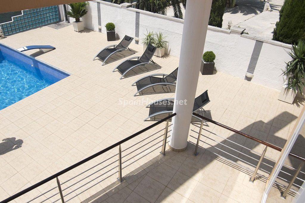 piscina 15 1024x682 - Imponente casa entre lo clásico y lo moderno en el Gran Canal de Empuriabrava (Girona)