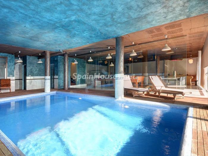 piscina 16 - Elegante y serena villa en Marbella (Costa del Sol), con vistas al mar y piscina cubierta