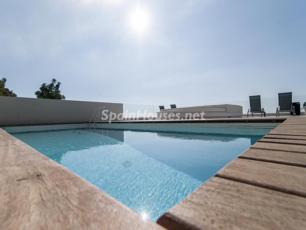 piscina 18 - Casa minimalista transparente, diáfana y abierta al mar en Castelldefels (Barcelona)