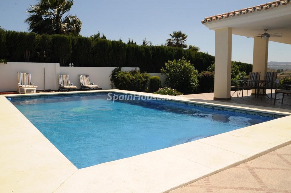 piscina 19 1024x680 - Coqueta villa en Mijas Golf (Costa del Sol, Málaga), con piscina y un bonito porche para disfrutar