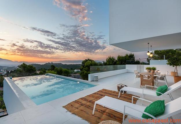 piscina 2 1 - Villa de lujo en Alicante: luminosa y muy espaciosa