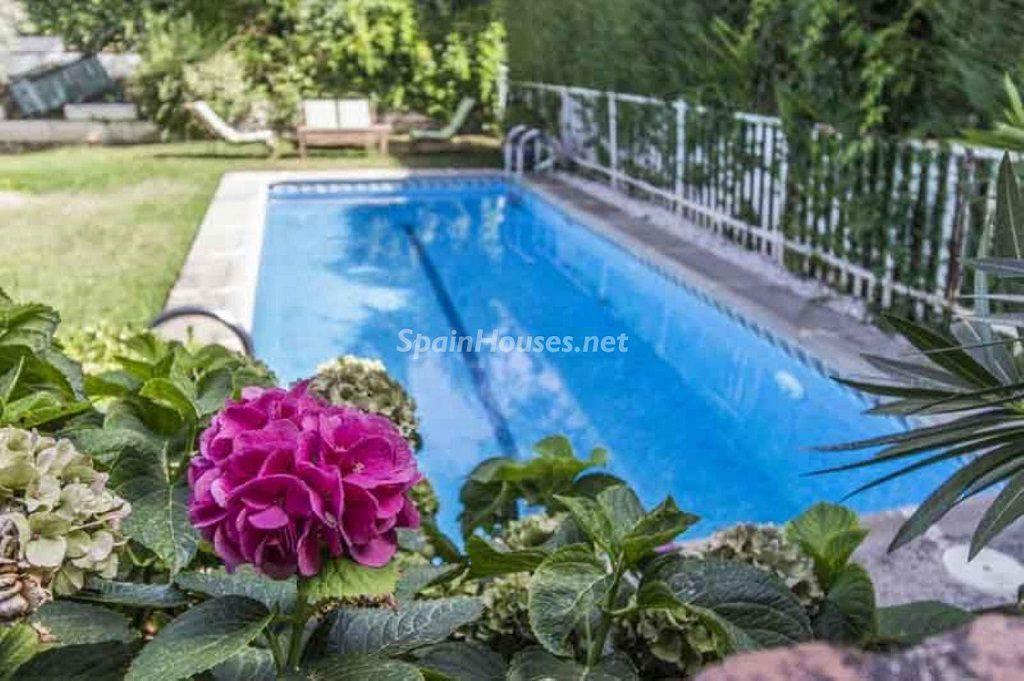 piscina 21 1024x681 - Precioso chalet en Boadilla del Monte: un remanso de paz a solo 16 km de Madrid