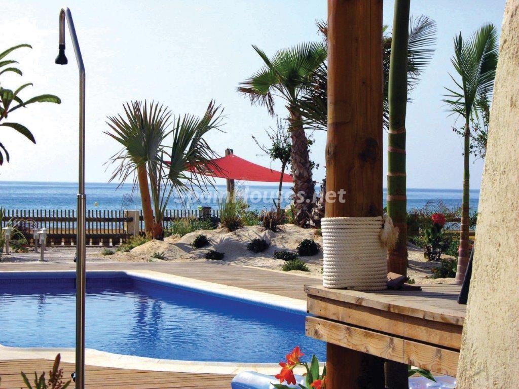 piscina 23 1024x768 - Toque natural y mediterráneo en una preciosa casa en El Playazo de Vera (Almería)