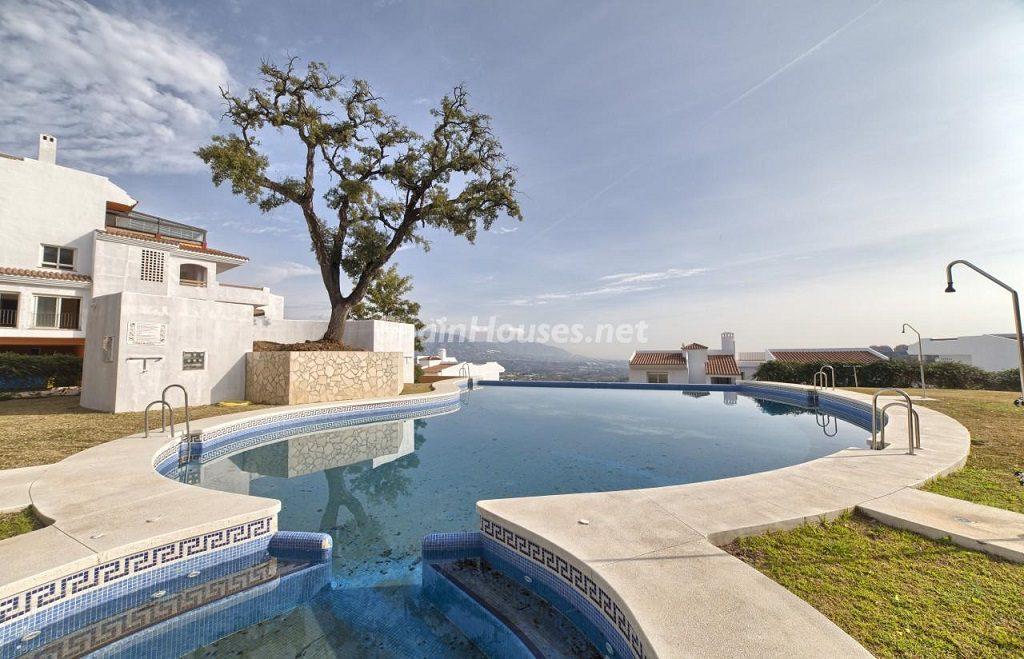 piscina 24 1024x659 - Precioso piso a estrenar en la Sierra de las Nieves (Istán, Marbella), naturaleza a 15 km del mar