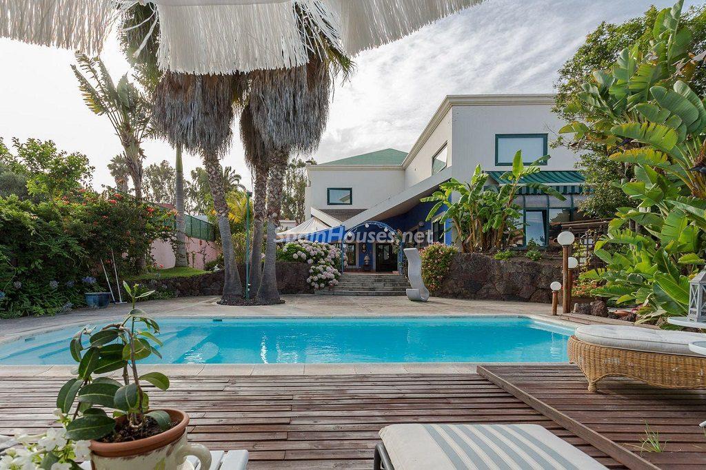 piscina 25 1024x682 - Lujosa serenidad clásica en una espectacular casa en Las Palmas de Gran Canaria