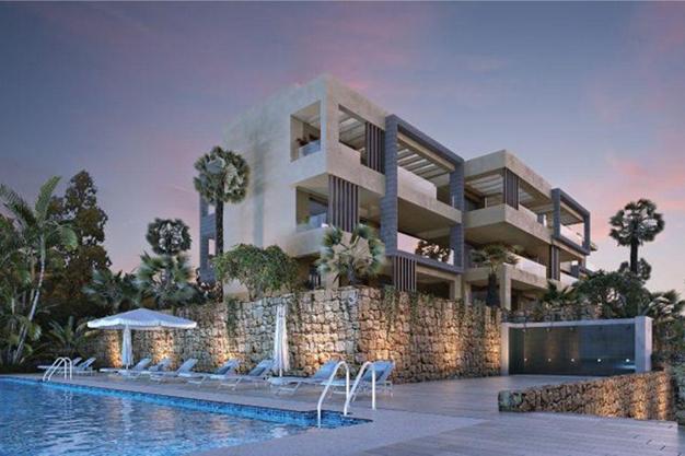 piscina 3 1 - Ático de lujo en Mallorca: moderno, minimalista y de alto diseño