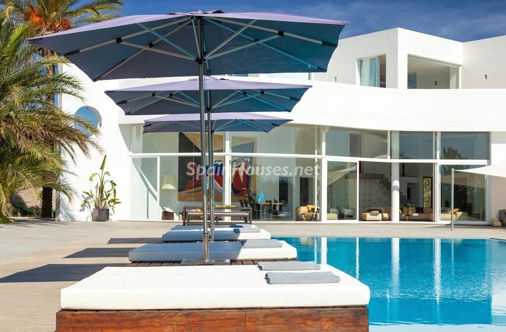 piscina 3 1024x671 - Vacaciones de lujo, modernidad y diseño en Santa Gertrudis, el corazón de Ibiza