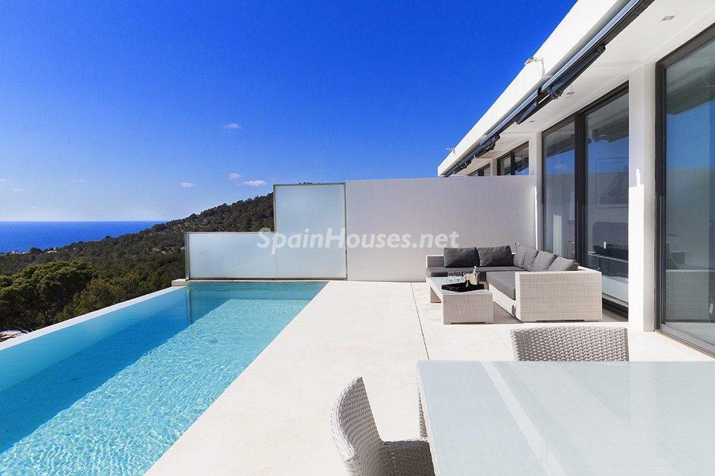 piscina 31 1024x682 - Lujo minimalista para una escapada de vacaciones frente a Es Vedrà, Ibiza (Baleares)