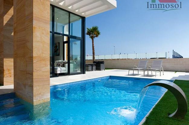 piscina 4 1 - Chalet de lujo en Alicante: confort y excelente ubicación