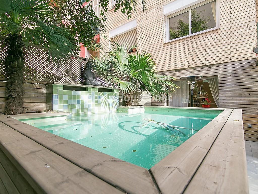 piscina estanque 1024x768 - Coqueto piso de diseño en Barcelona (Santa Creu i Sant Pau) con un genial patio para disfrutar