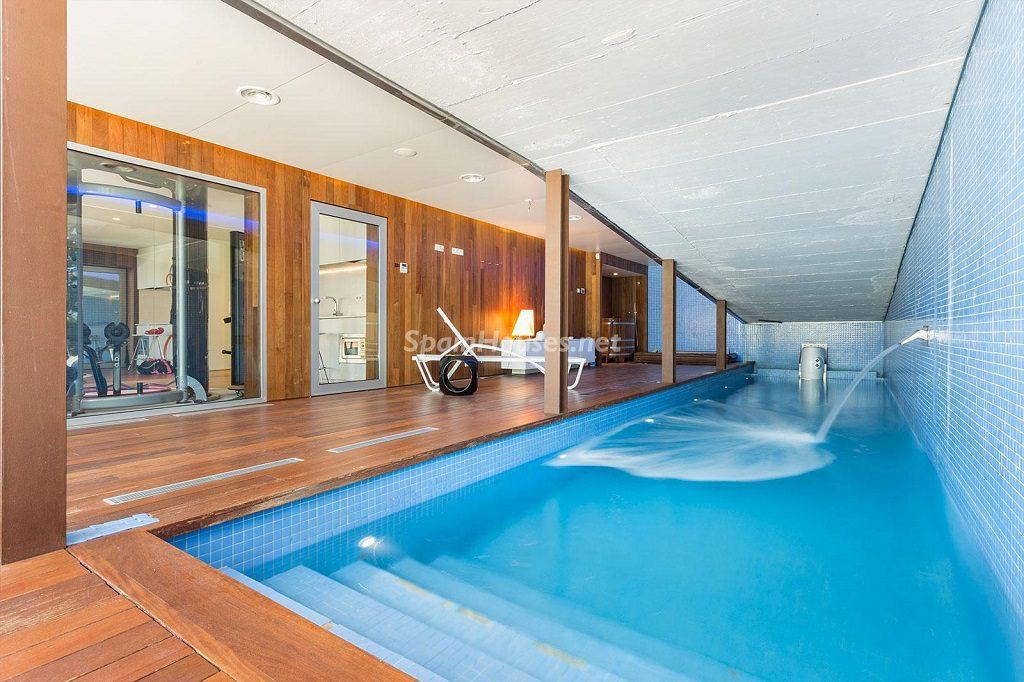 piscina interior1 1 1024x682 - Chalet en la Sierra de Collserola (Barcelona): lujo y diseño para disfrutar
