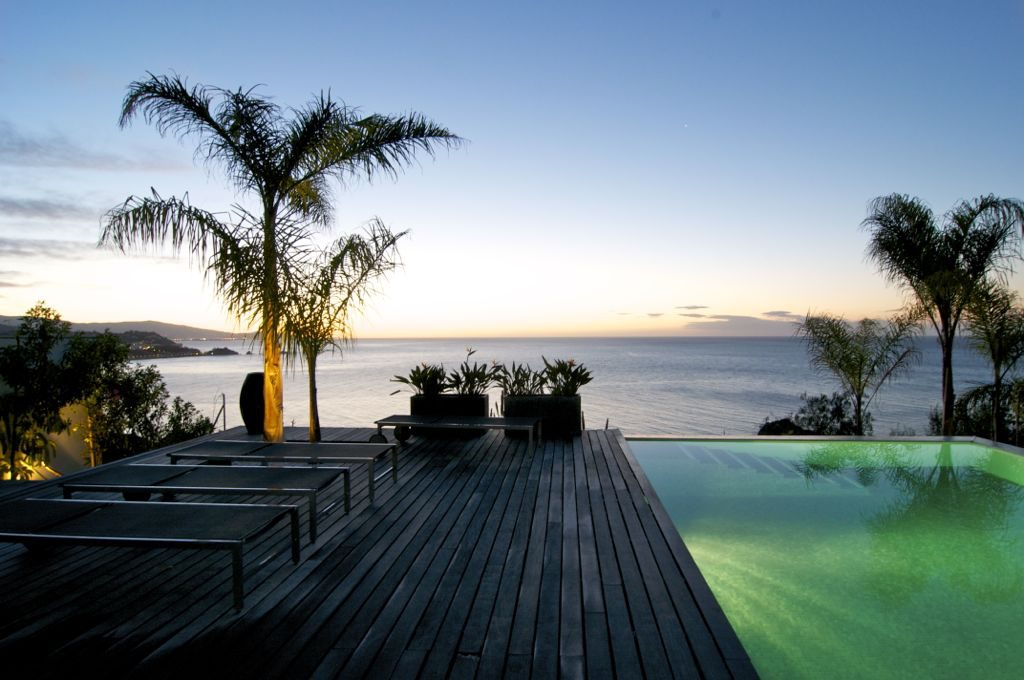 piscina nocturna 1 1024x680 - Unas vacaciones de ensueño en Punta de la Mona, La Herradura (Granada), frente al mar