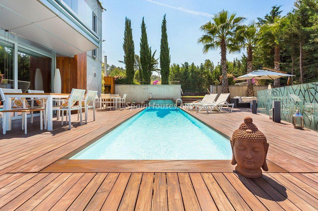 piscina porche 1024x682 - Chalet en la Sierra de Collserola (Barcelona): lujo y diseño para disfrutar