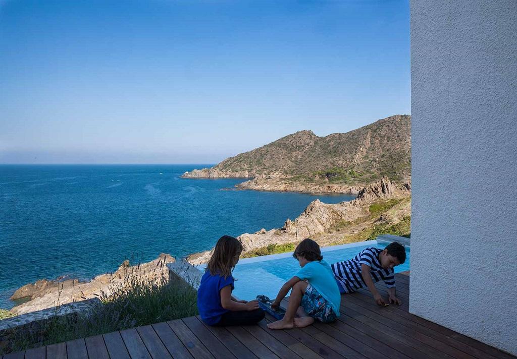 """piscina vistas - """"Casa Girasol"""" en Costa Brava, o las múltiples y geniales vistas entre la montaña y el mar"""