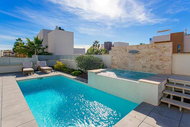 piscina y jacuzzi - Casa cerca de la playa en Alicante con calidades de lujo