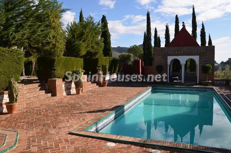 piscina1 1 - Vacaciones llenas de encanto en un cortijo andaluz en Frigiliana (Costa del Sol, Málaga)