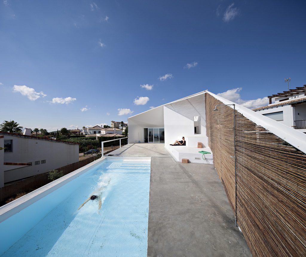 piscina1 10 1024x858 - Casa de los Vientos: Adaptación para el verano en La Línea de la Concepción (Cádiz)