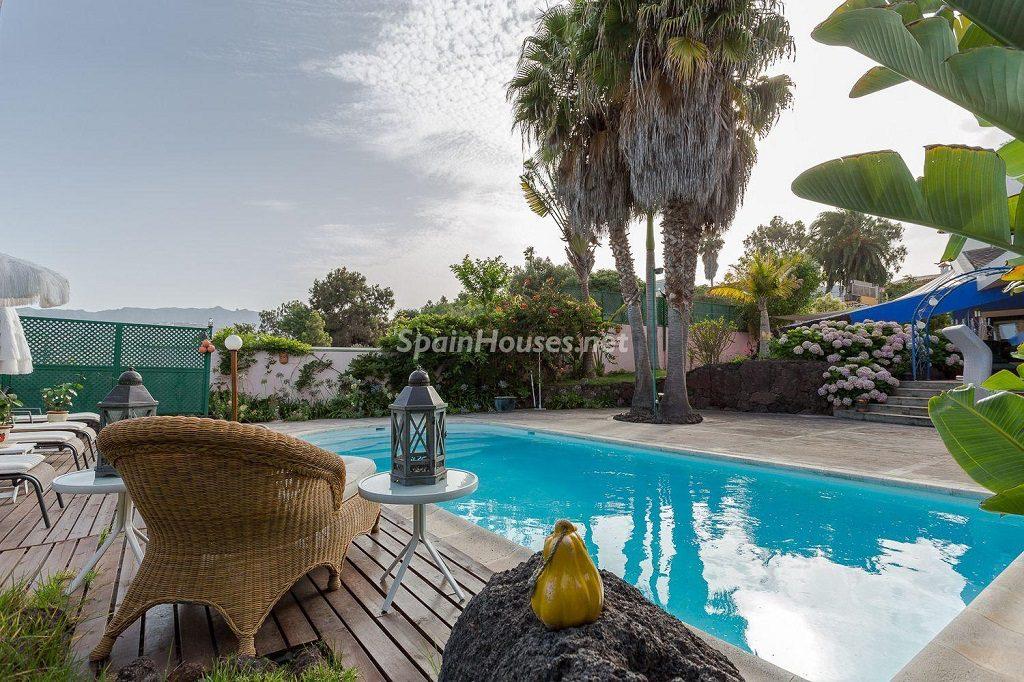 piscina1 7 1024x682 - Lujosa serenidad clásica en una espectacular casa en Las Palmas de Gran Canaria