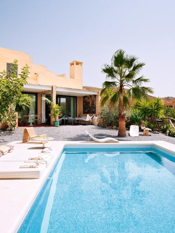 Colores de la tierra y diseño en una fantástica casa en Mojácar (Almería)