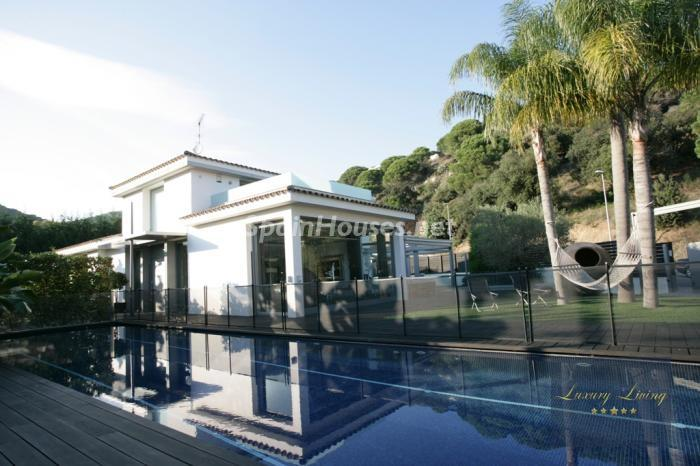 piscina1 - Casa de la Semana: Precioso chalet de diseño en Sant Andreu de Llavaneres (Barcelona)