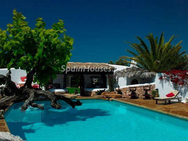 piscina14 - Casa de la Semana: Fantástica villa de lujo con estilo y diseño ibicenco